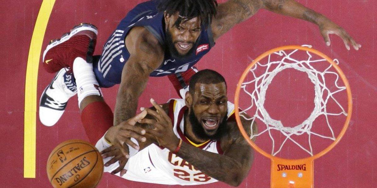 LeBron y Nance conducen triunfo de los Cavs ante Pistons