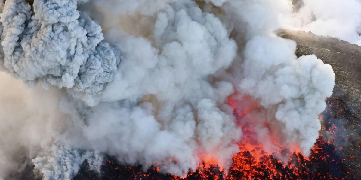 Cancelan vuelos en Japón por erupción del volcán Shinmoedake