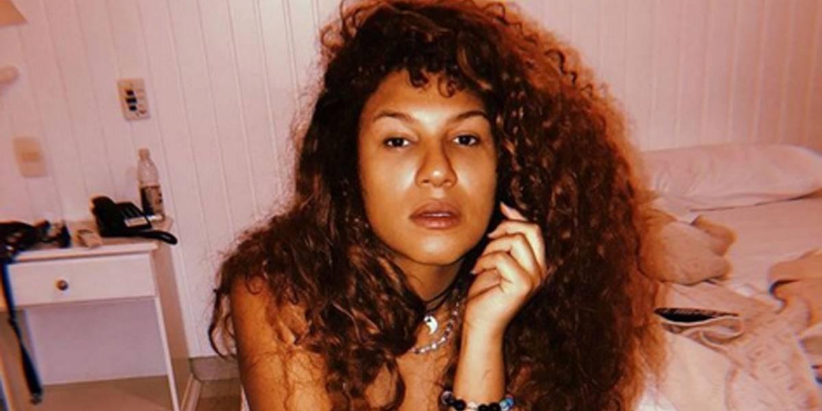 Vocalista da Banda Uó revela ter sofrido transfobia de policiais federais em aeroporto