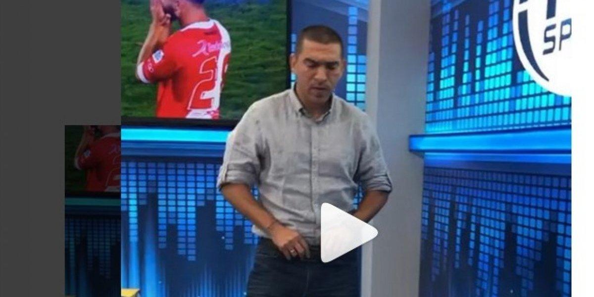 El sensual (o eso quiso) baile de Víctor Aristizábal en FOX Sports Radio