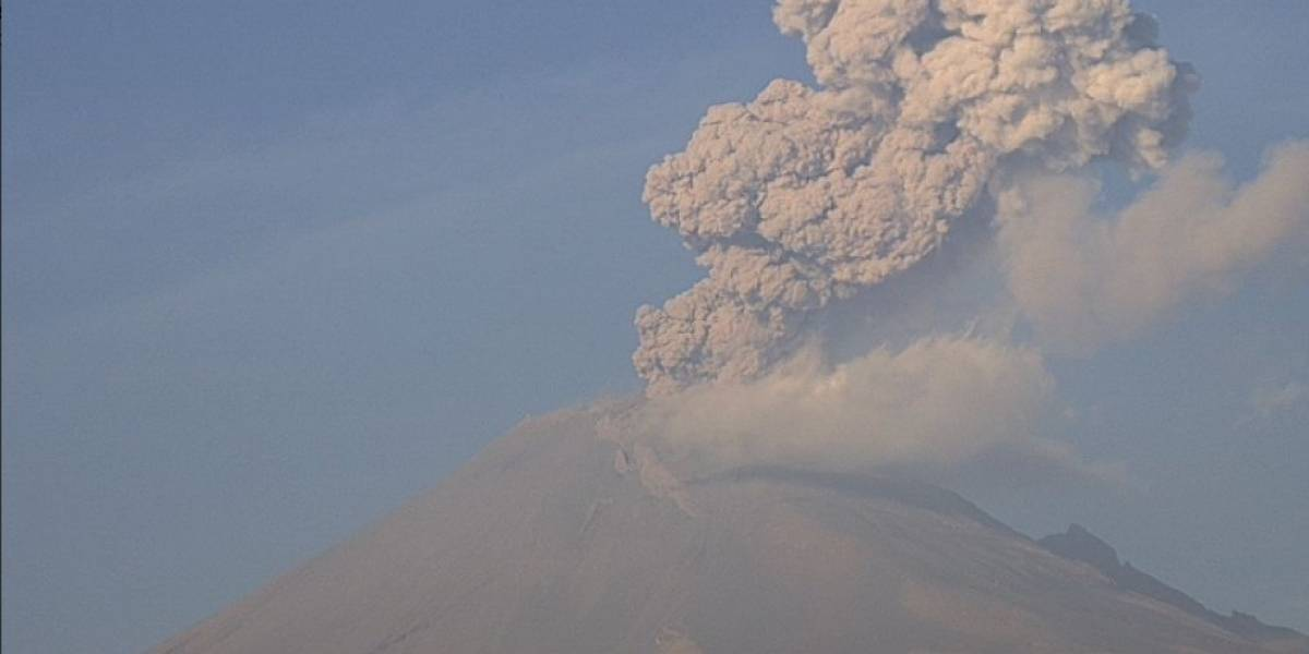 Galería: Popocatépetl emite fumarola de más de dos kilómetros