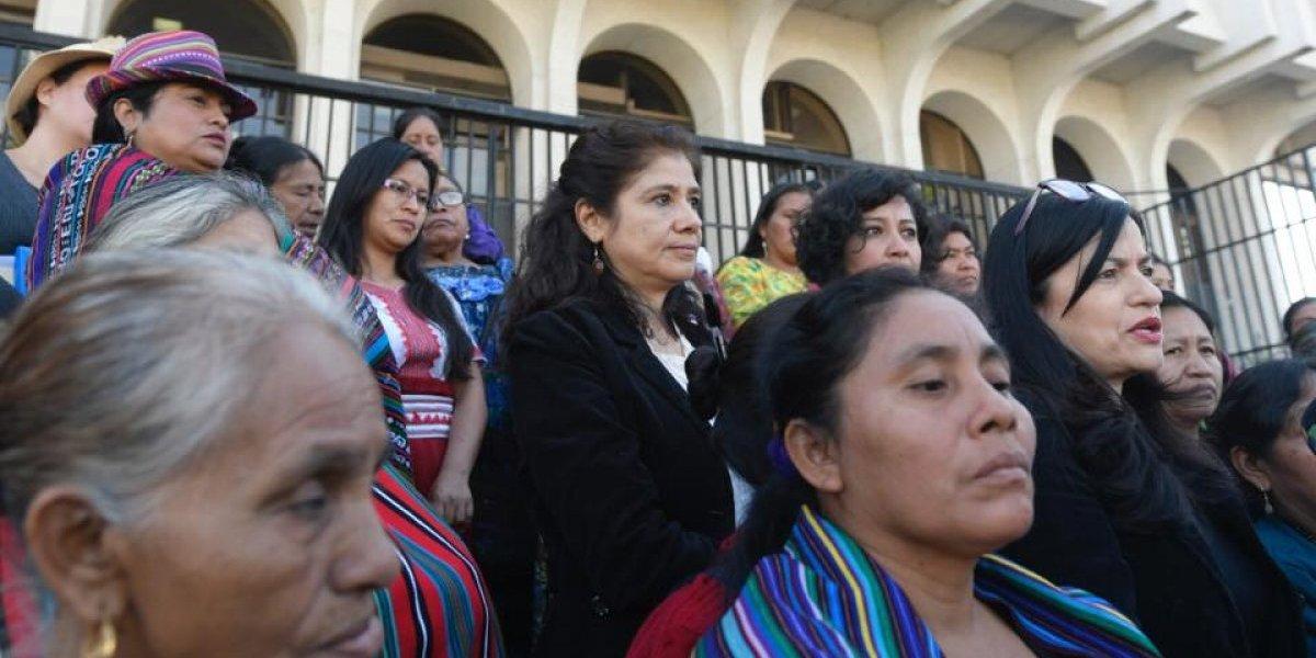 """""""El Estado las abandonó"""", dicen manifestantes sobre niñas del Hogar Seguro"""