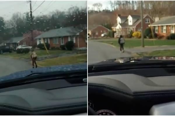 hijo de Bryan Thornhill corriendo a la escuela