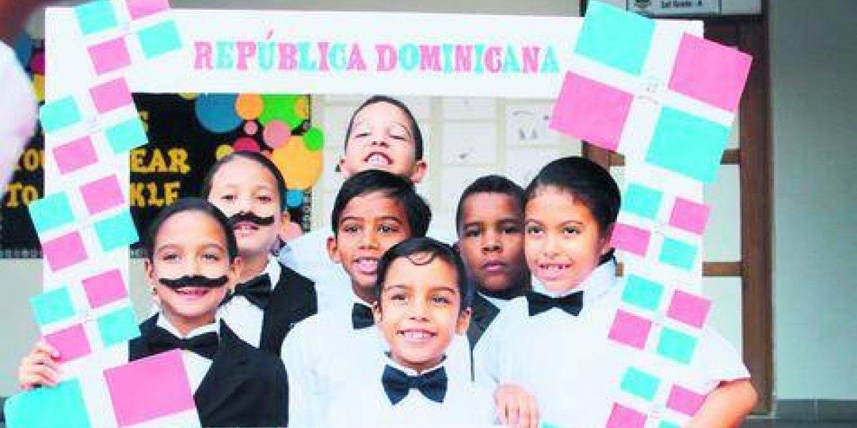 Estudiantes honran a Duarte en solemne acto