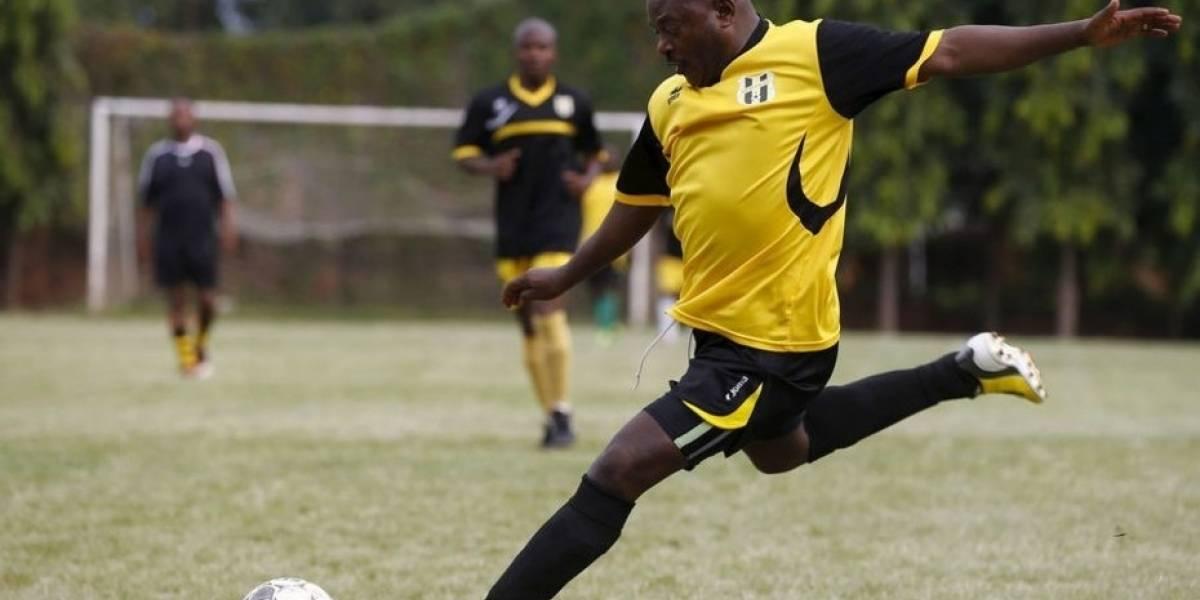 Presidente de país africano encarcela a rivales por no poder anotar gol