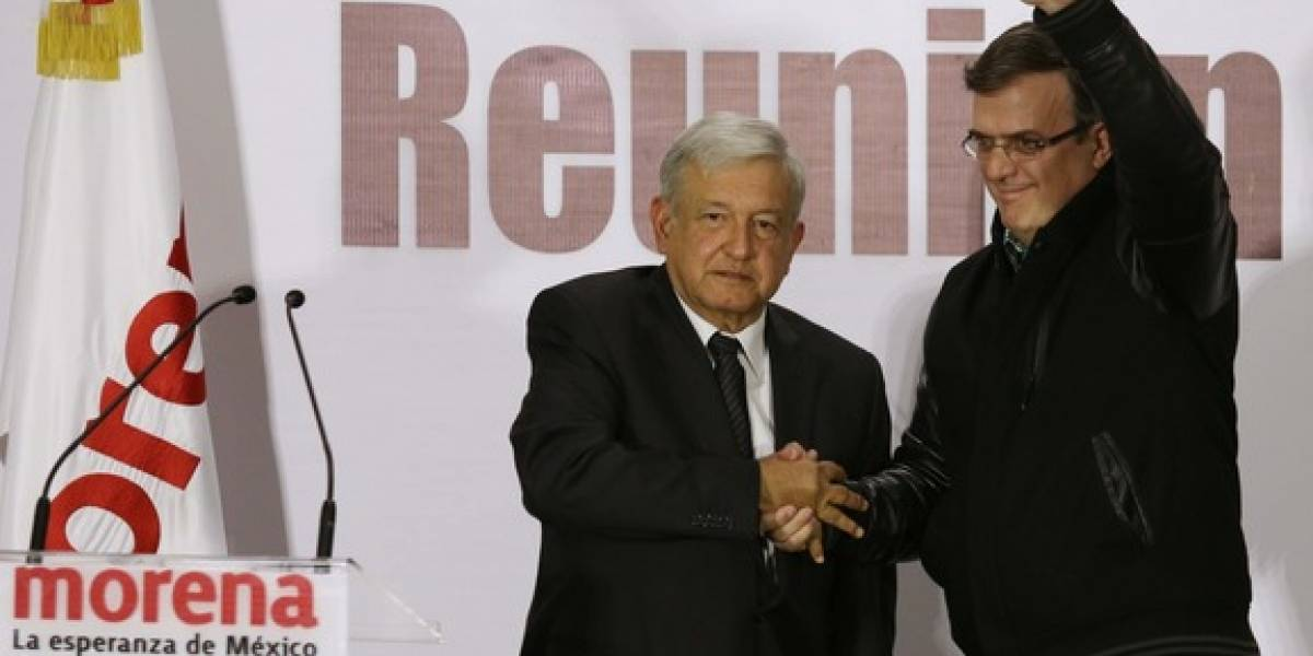 Expone López Obrador plan político a empresarios locales
