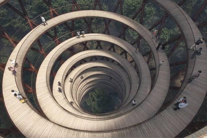 spiralingtreetopwalkwayeffektdenmark59cb5273ee75f880700x467.jpg