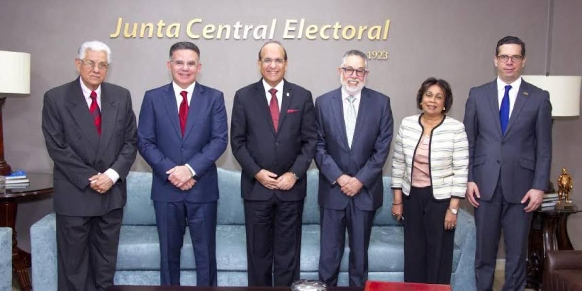 JCE sostiene reunión con representantes CONEP