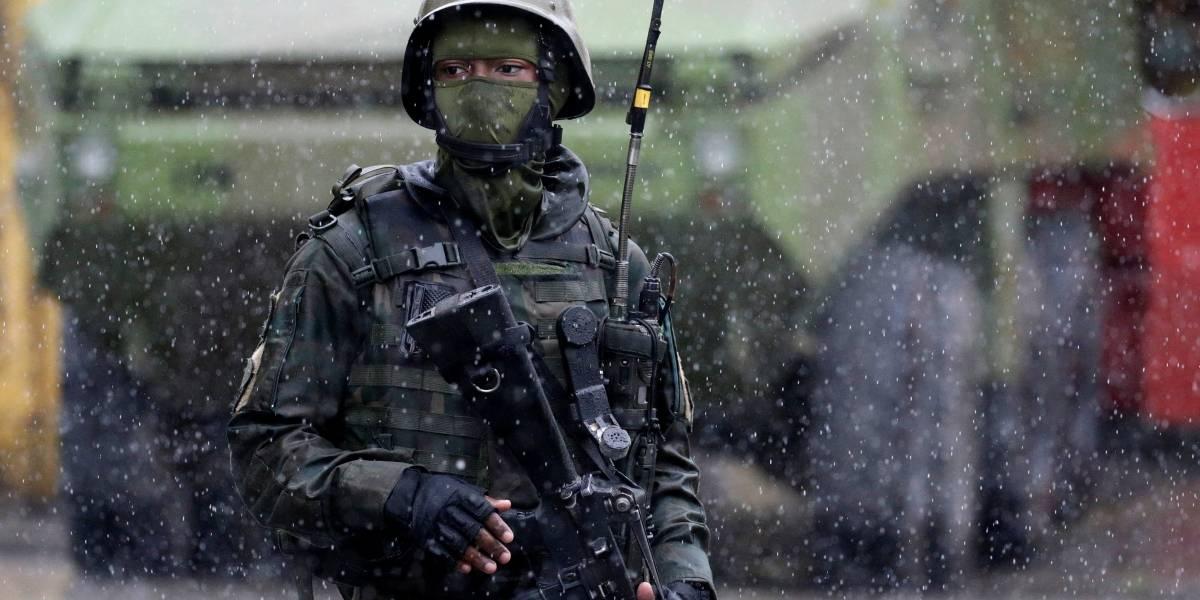 Grupo assalta igreja na Vila Kennedy, no Rio, após saída das tropas militares