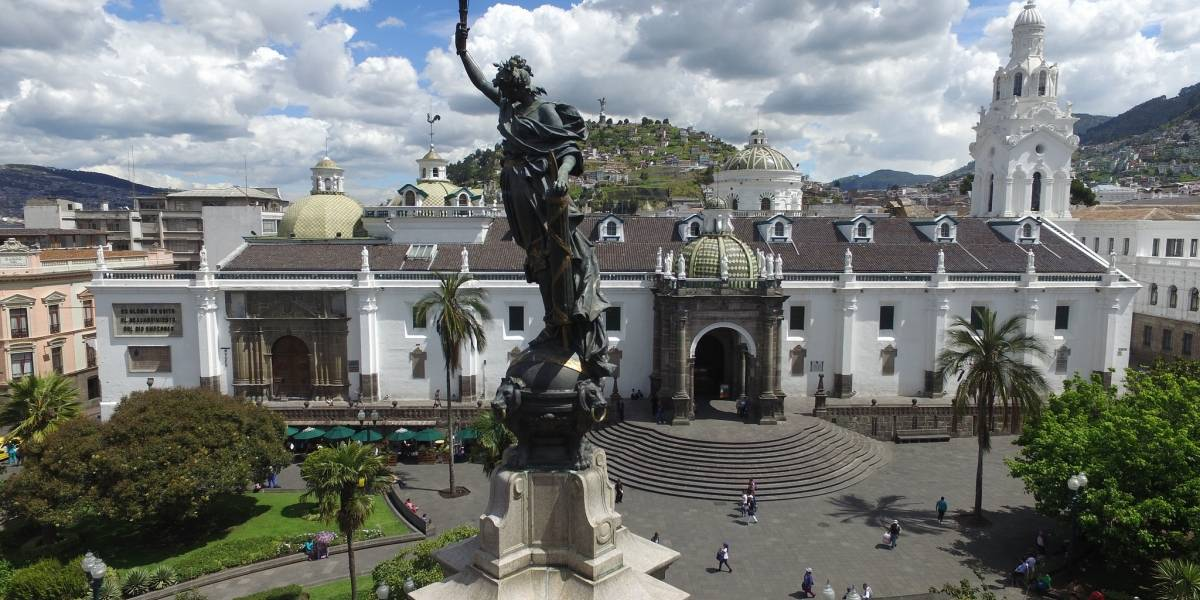 28 esculturas y 300 calles de Quito hacen referencia a la mujer
