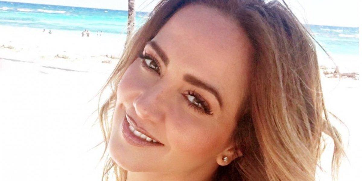 Andrea Legarreta 'pide más' con sensual pose