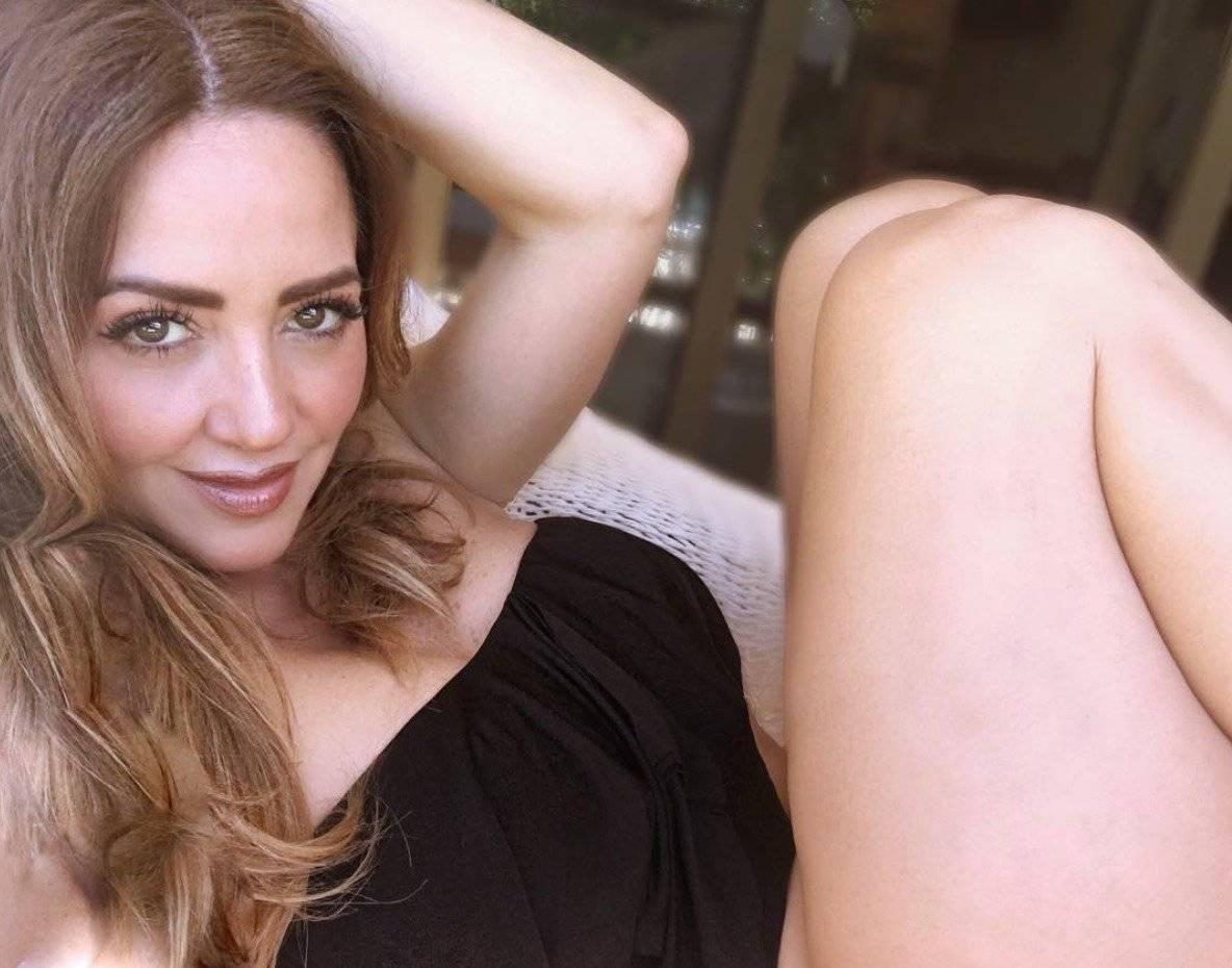 Andrea Legarreta presume sus piernas en sexy bikini