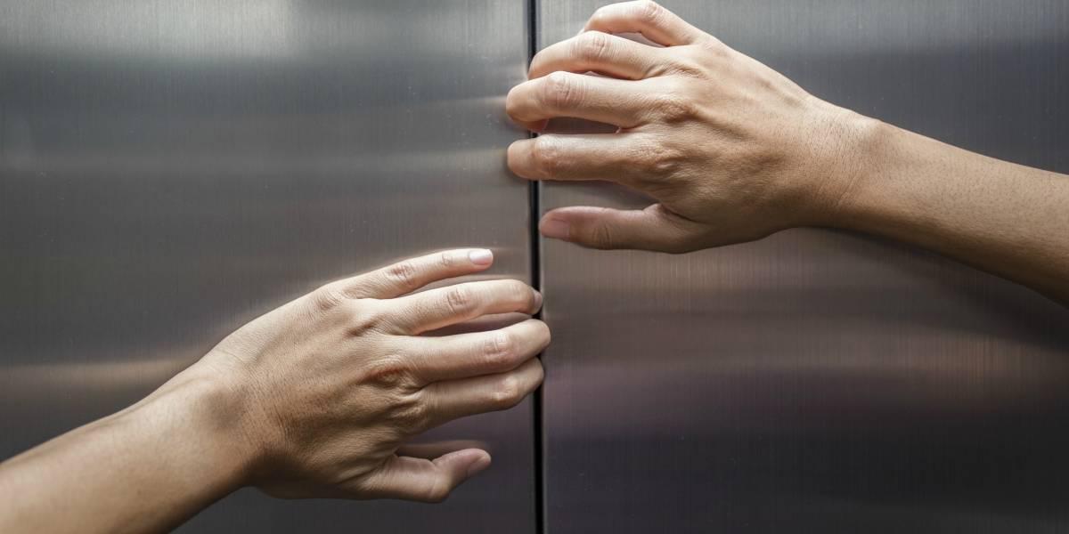 Crimea: un ascensor averiado aplastó hasta la muerte a un bebé y minutos después pasó lo mismo con su madre