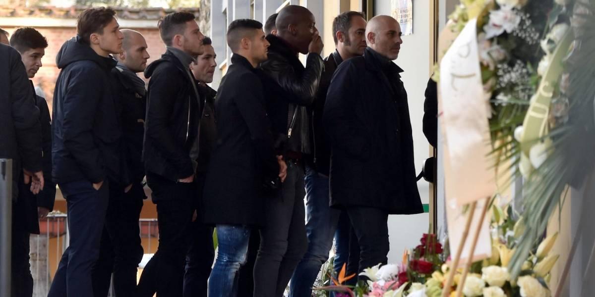 FOTOS: Jugadores de la Fiorentina dieron último adiós a su capitán