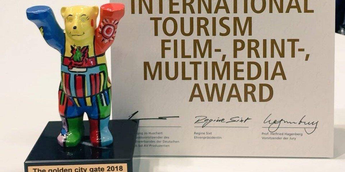 Quito recibe el premio Oso de Berlín en feria de turismo en Alemania