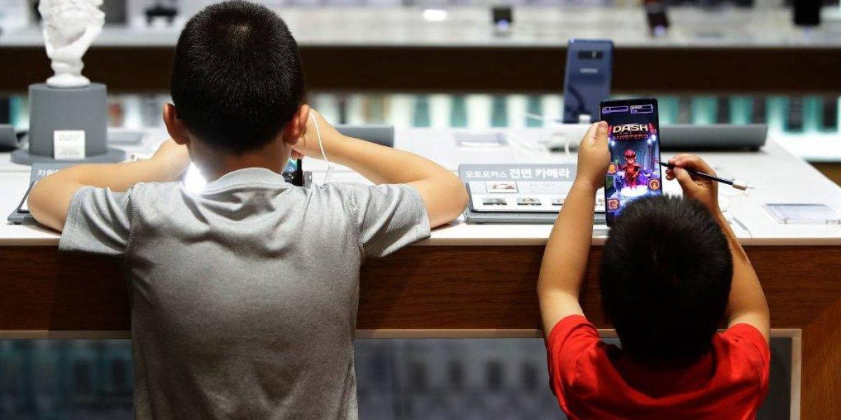Niño bloquea el celular de su madre por más de cuatro décadas
