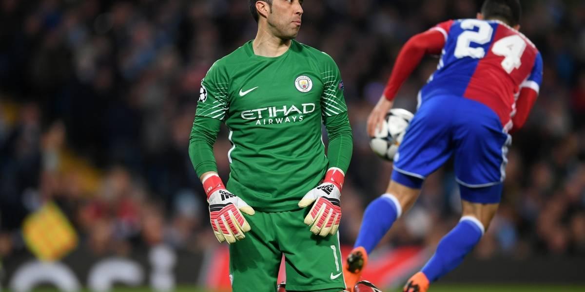 Manchester City con Bravo como titular avanzó en Champions League pese a sorpresiva derrota en casa