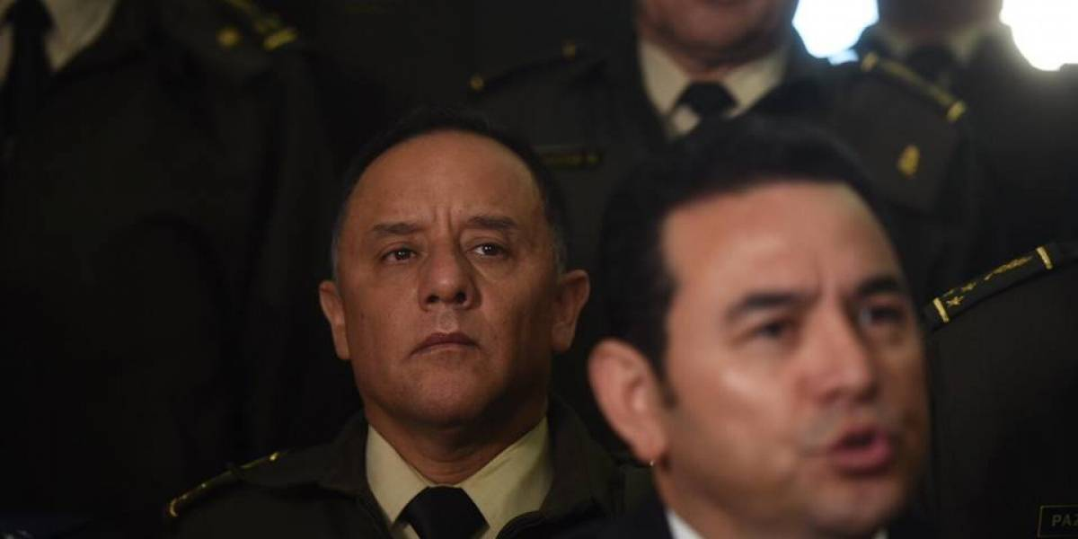 """Presidente señala que cambios en el Ejército son """"normales"""""""