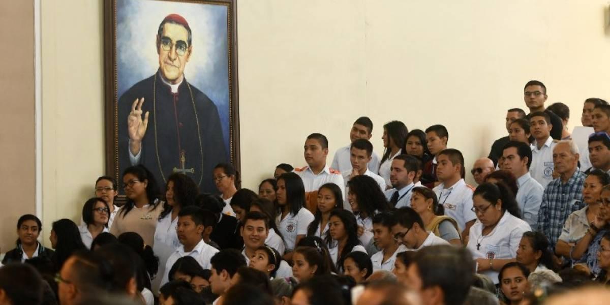 Papa aprueba canonización de arzobispo salvadoreño Óscar Romero