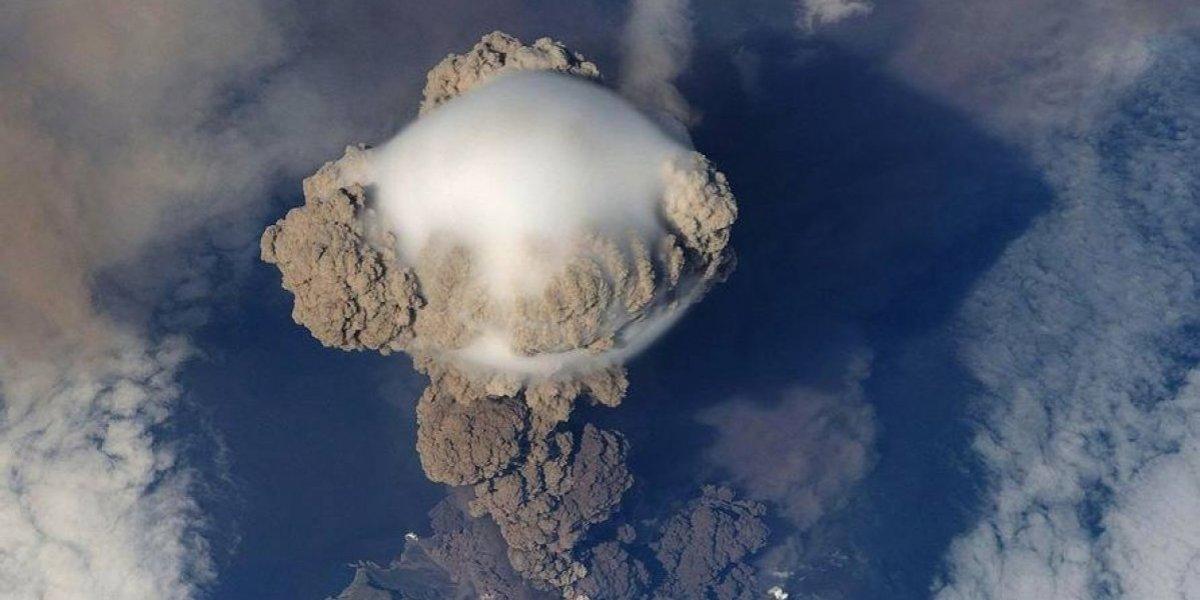 Vulcão famoso em filme de James Bond entra em erupção e deixa Japão em alerta; veja