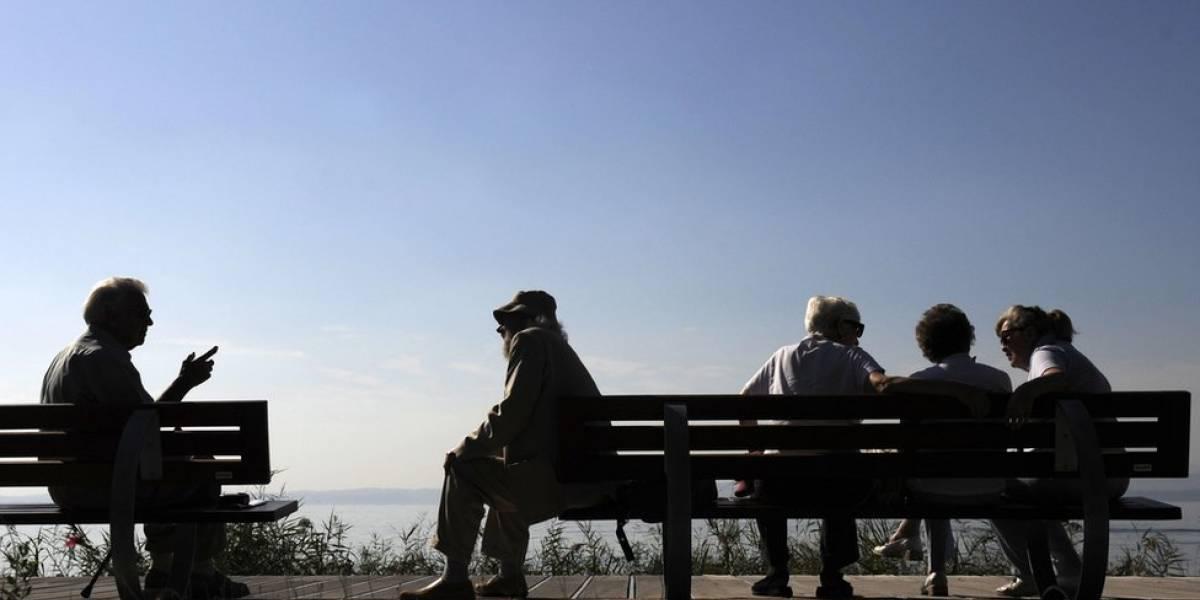 Atención tercera edad: estudio chileno constató que la sordera es un factor de riesgo para la demencia y el daño cognitivo