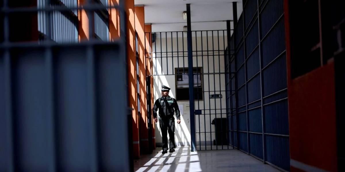 """""""Mi vida, la cerveza y la TV son muy buenas"""": atacó sexualmente a dos mujeres y cuenta por Facebook lo feliz que es en la cárcel"""