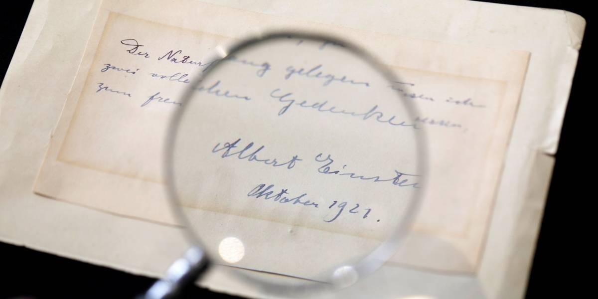Carta de Einstein é leiloada por mais de US$100 mil em Israel