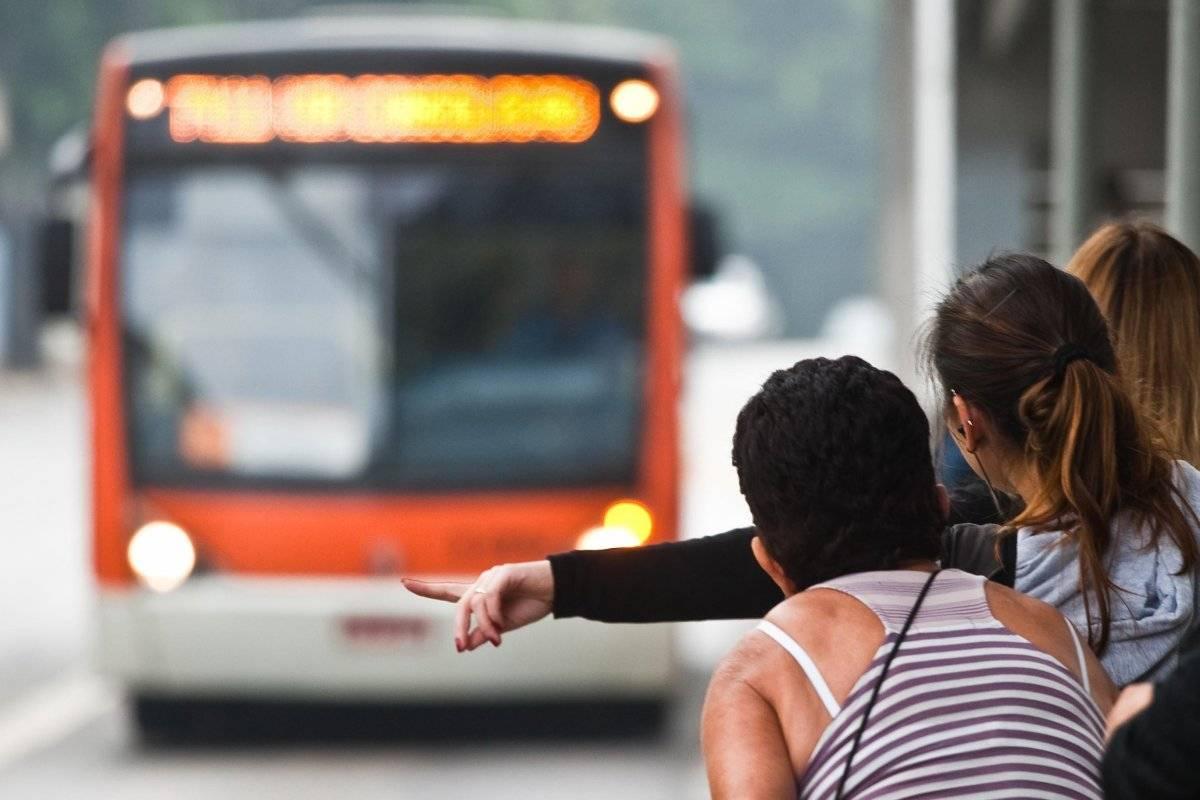 ônibus ponto mulher sao paulo