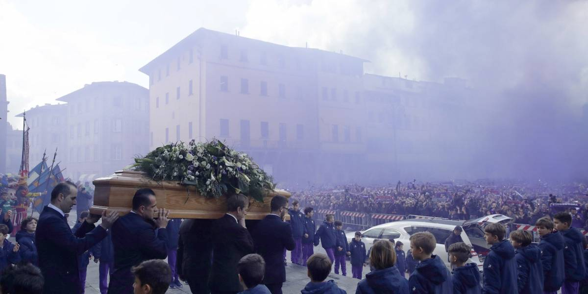 FOTOS: Jugadores y aficionados dieron último adiós a Davide Astori