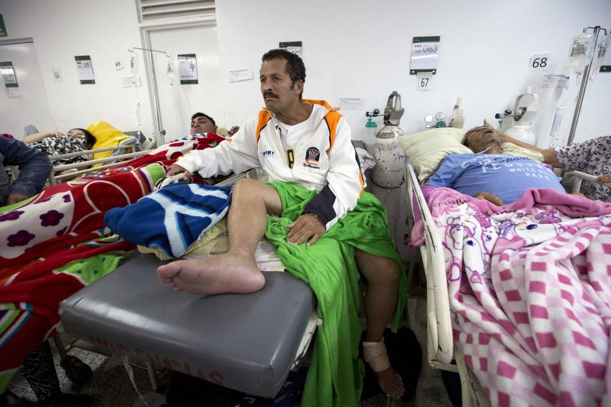 Muchos de esos migrantes cruzan a pie a Colombia y llegan a las salas de urgencias de la nación andina con problemas de salud urgentes que los hospitales venezolanos ya no pueden tratar.