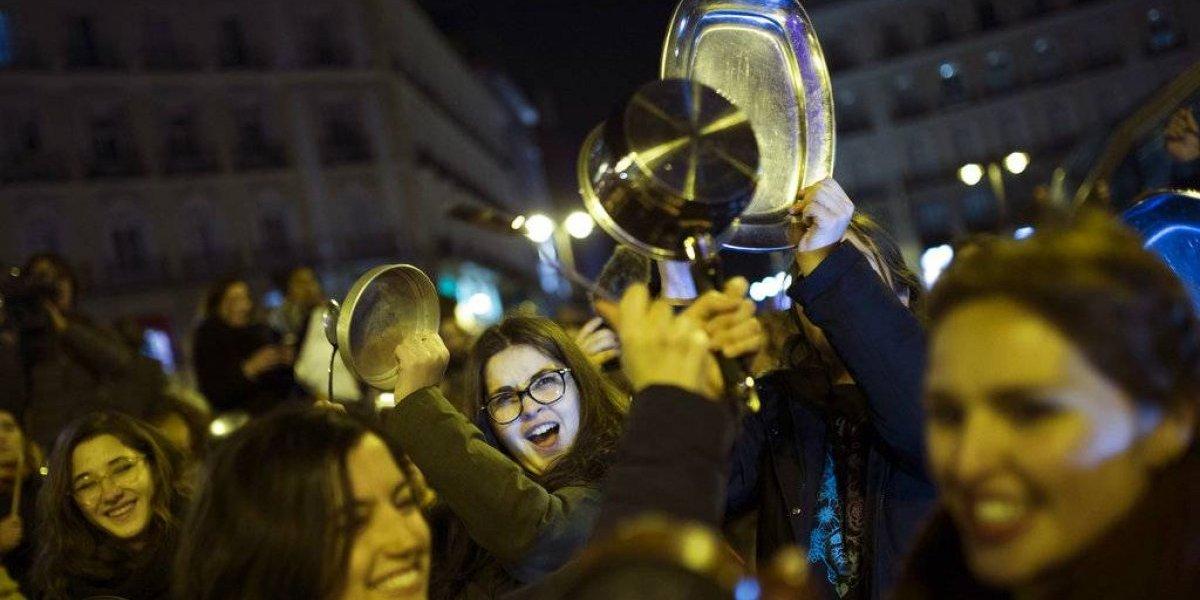 Españolas hacen huelga en demostración de fuerza