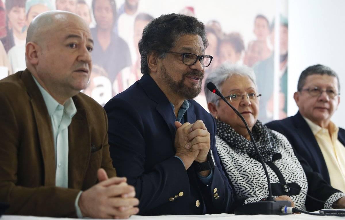 Iván Márquez, un ex líder de las Fuerzas Armadas Revolucionarias de Colombia, FARC, anuncia la retirada del ex comandante guerrillero Rodrigo Londono de la carrera presidencial
