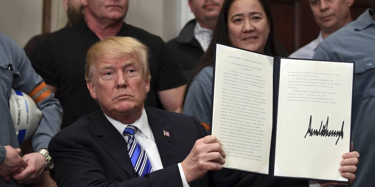 Trump impone oficialmente aranceles del 25% al acero y 10% al aluminio