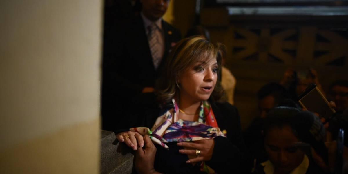 VIDEO. Canciller se niega a dar declaraciones y su seguridad reprime a la prensa