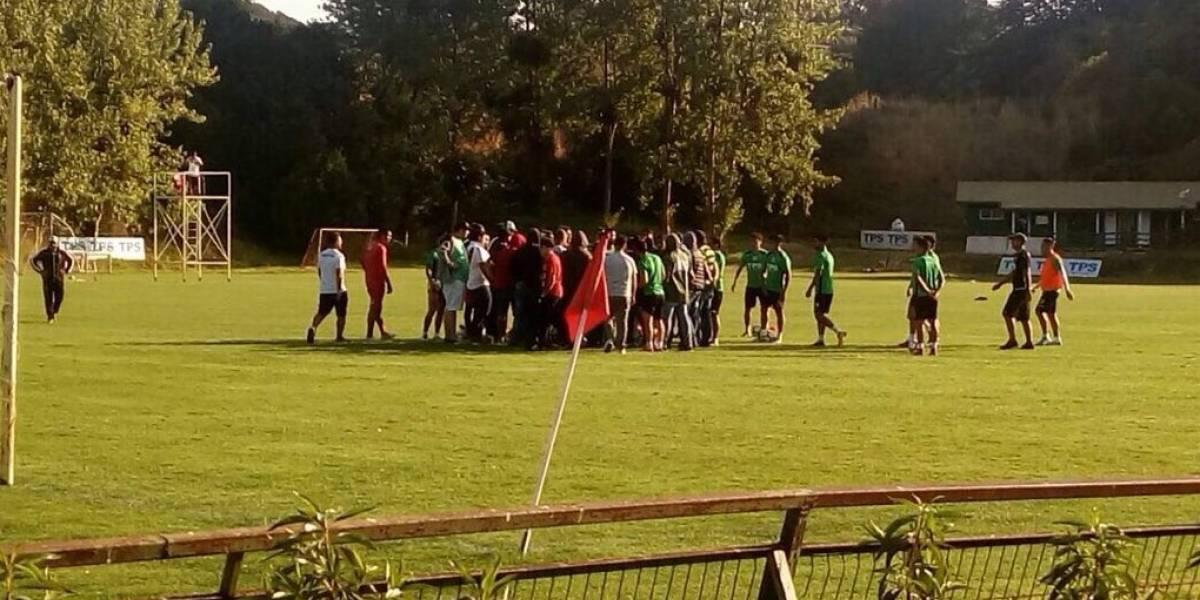 Hinchas de Wanderers ingresaron al entrenamiento y encararon a Nicolás Córdova
