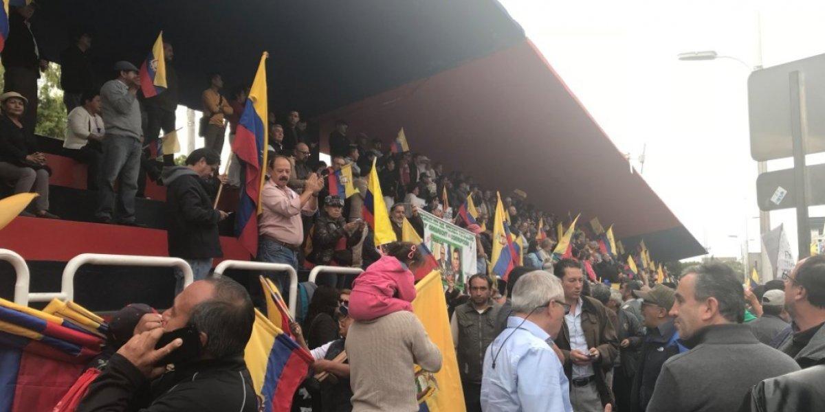 Protesta en contra de la corrupción en la tribuna de los Shyris