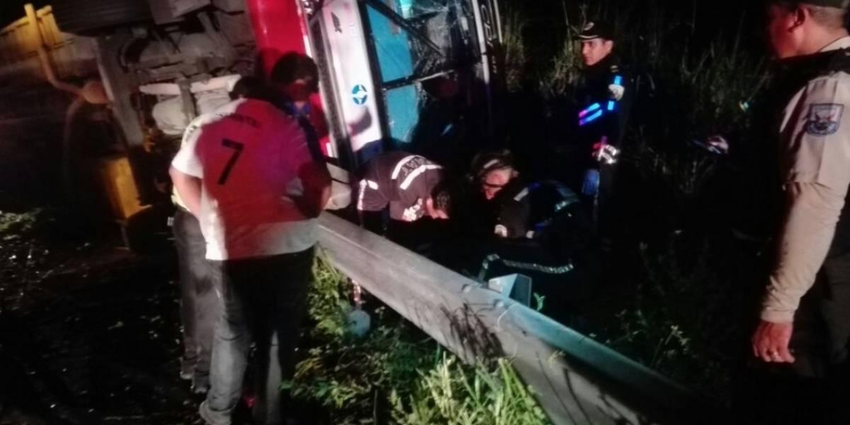 Al menos 4 fallecidos y 24 heridos en accidente de tránsito en Los Ríos