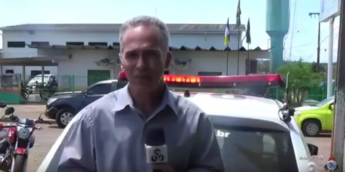 Durante transmissão ao vivo, repórter é atropelado por viatura da polícia