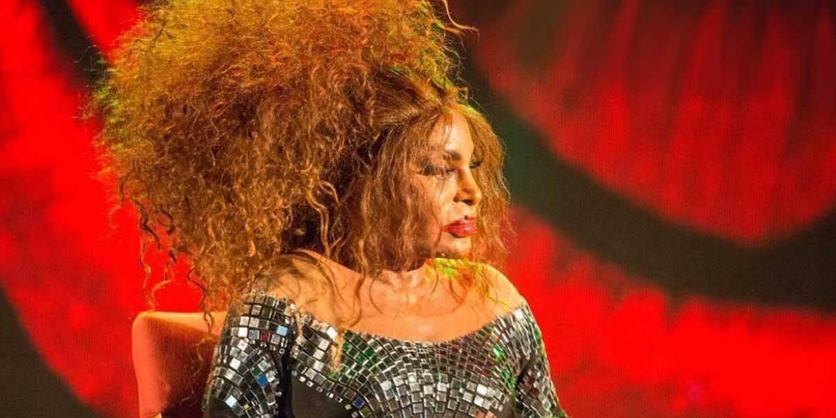 Nascer pobre, negra e mulher é muito difícil, diz Elza Soares