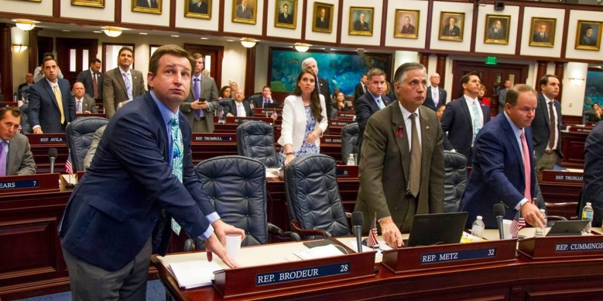 Florida aprueba ley para armar a profesores