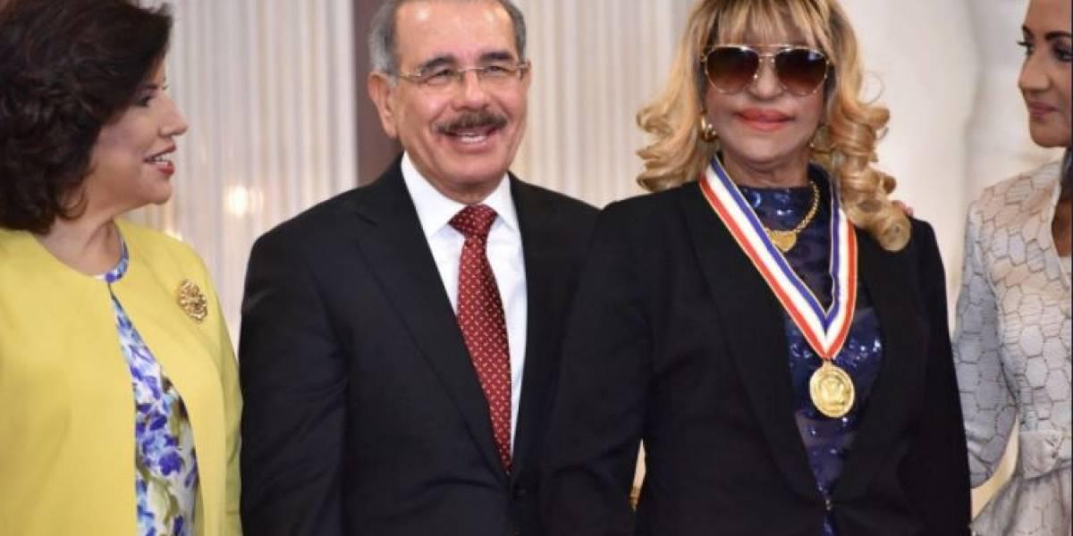 Danilo condecora con Medalla al Mérito a 13 mujeres, incluyendo a Fefita y Alejandrina Germán