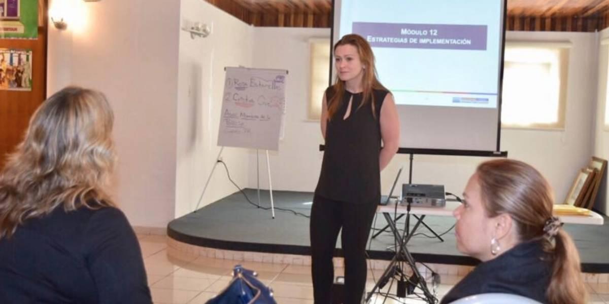 Julia Keleher se pone pico a pico con maestras