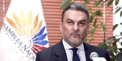 Alianza País plantea terna en caso de destitución de José Serrano