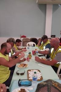 Iglesia agradece con almuerzo a quienes energizaron sector en Canovanas