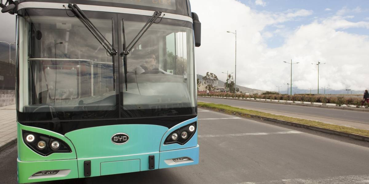 Mauricio Rodas se compromete a incorporar buses eléctricos en Quito