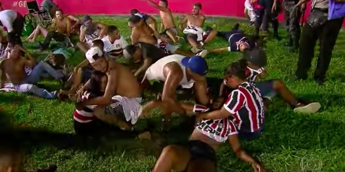 Trifulca en graderíos termina con avalancha de heridos en Brasil
