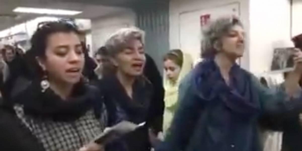 Tres valientes ciudadanas se sacaron el hijab y cantaron por más derechos en Irán durante el Día de la Mujer