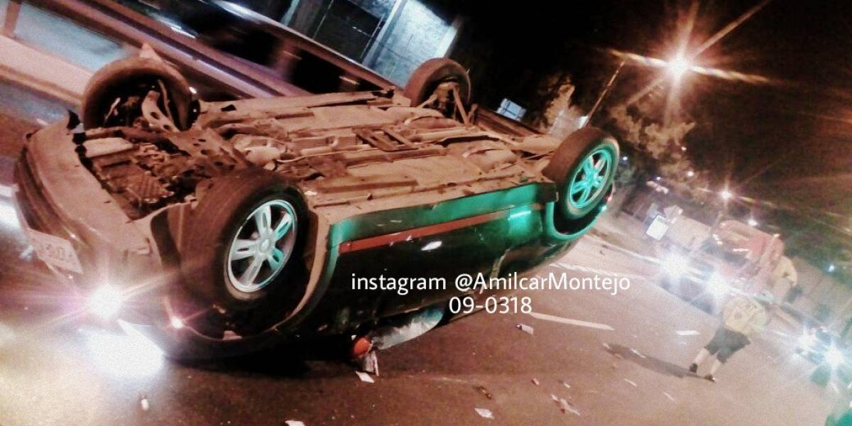 Mujer resulta herida tras volcar vehículo en el Periférico