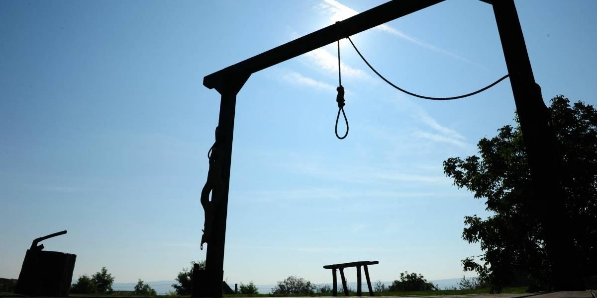 La mujer retiró la denuncia, pero las autoridades aplicaron todo el rigor de la ley: ejecutan en la horca a nueve hombres acusados de violación en Irán