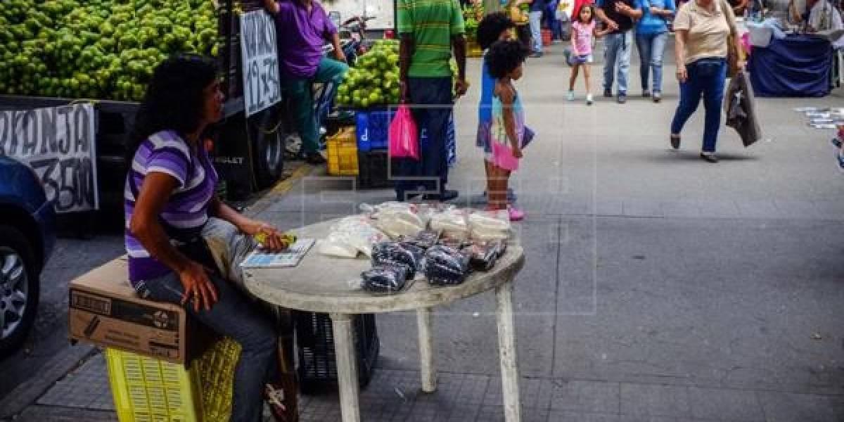 Hombres comen más y mejor que mujeres en la crisis venezolana